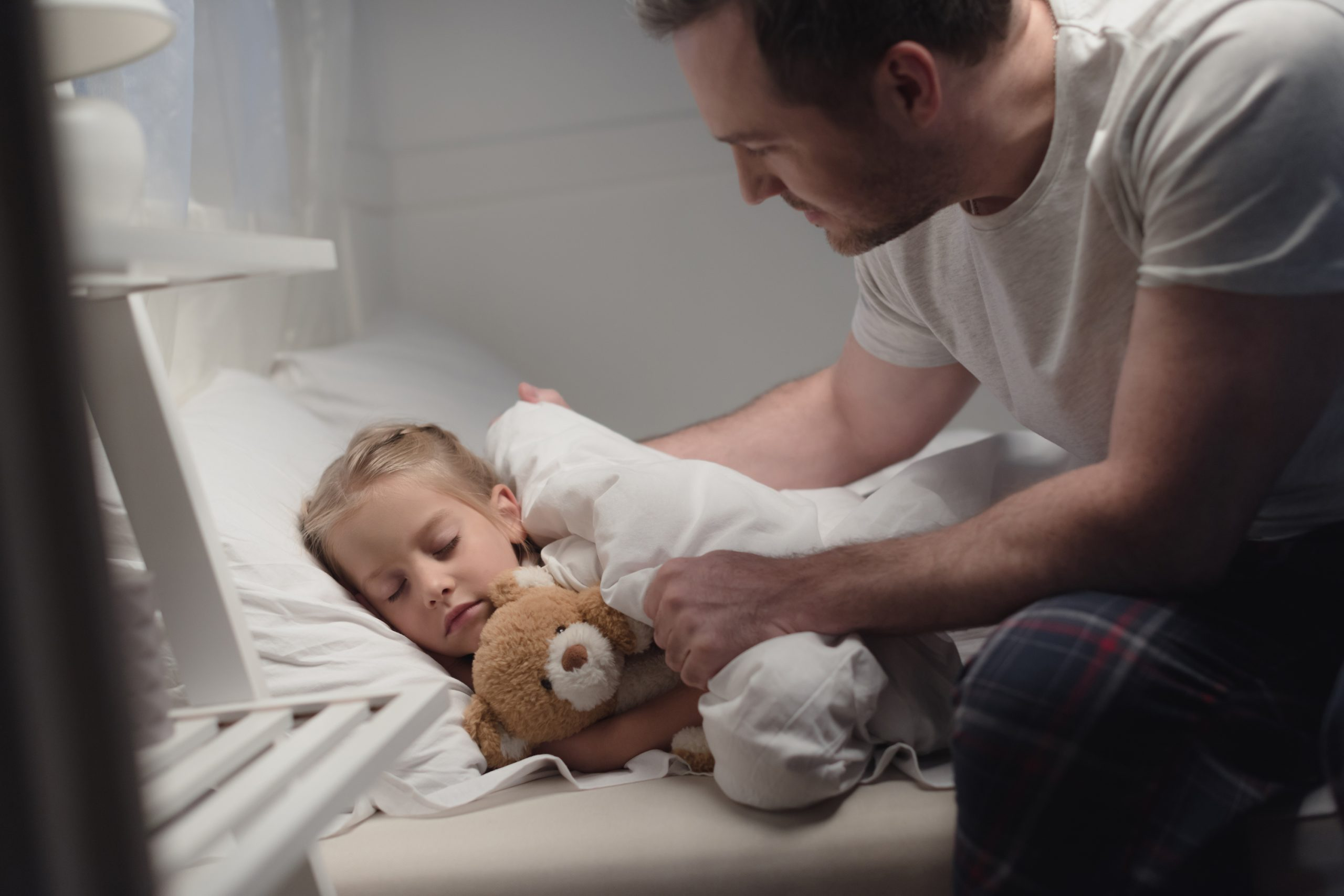 Are you sick of having major bedtime battles? There are many different things you can do to fix bedtime battles and have peaceful bedtimes again.